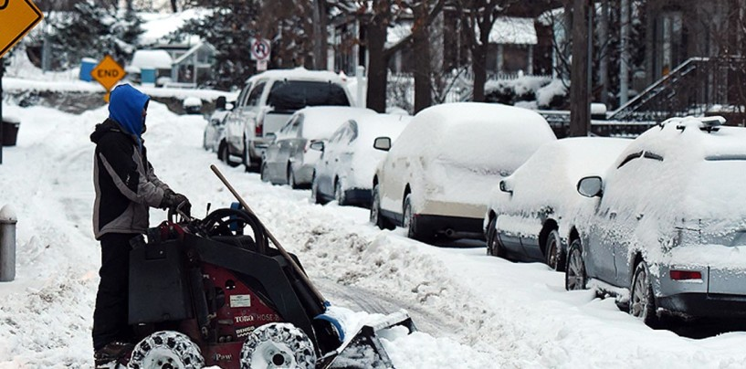 Continúan despeje tras levantamiento de alarma por nevada en Nueva York