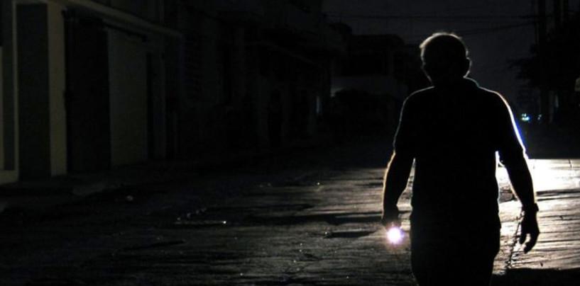 Se contradicen las razones del apagón que dejó el país a oscuras